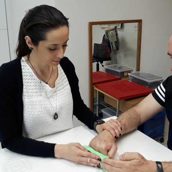 No detalhe, a terapeuta ocupacional Caroline Paulon